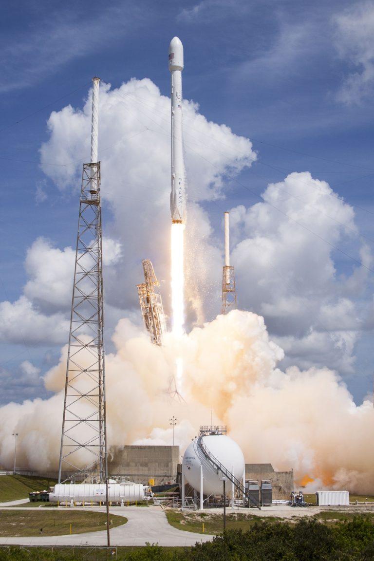 spacex lansira 60 setelita